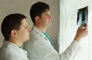 doctors examinate roentgen