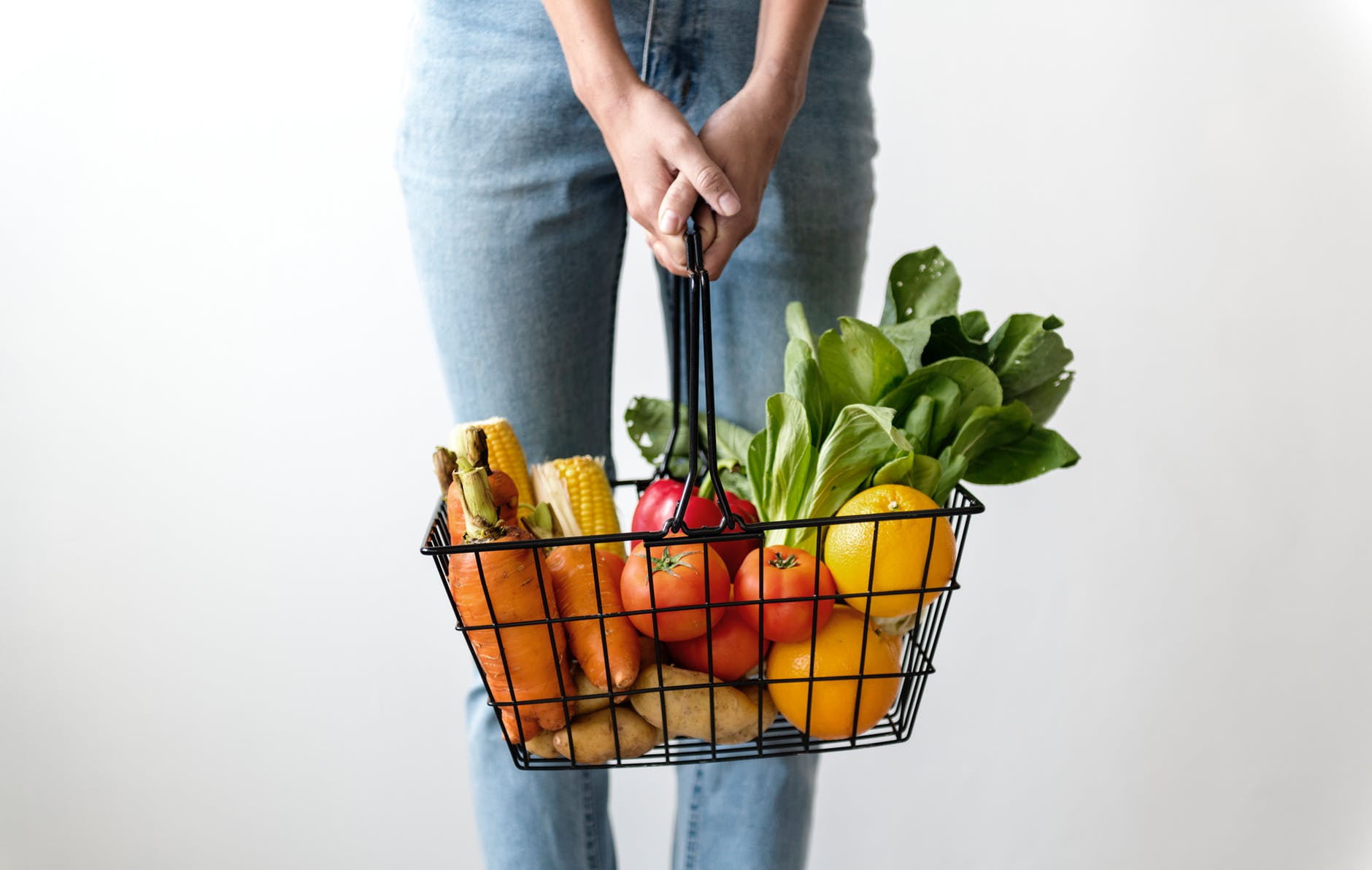 Διατροφή και οστεοαρθρίτιδα: Πώς συνδέονται; Ποια τρόφιμα να επιλέγω και ποια να αποφεύγω;